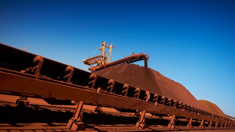Conveyor transporting material at a mining site