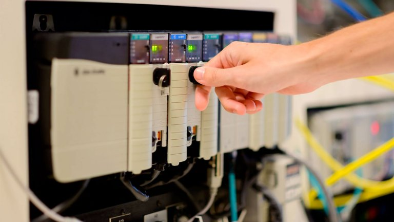 Power Your Smart Machine with the Latest Technologies in Control Software and Hardware