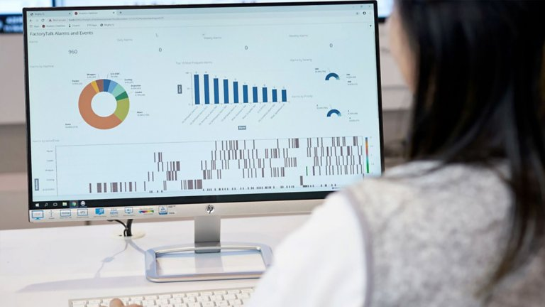 Employee discovering the  the value from the combination of PowerFlex® drives and an analytics solution