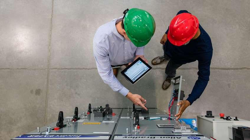 Safety Automation Builderソフトウェアツールが、どのように1つの環境で機械の安全ライフサイクルの手順をエンジニアに指示するかご覧ください。
