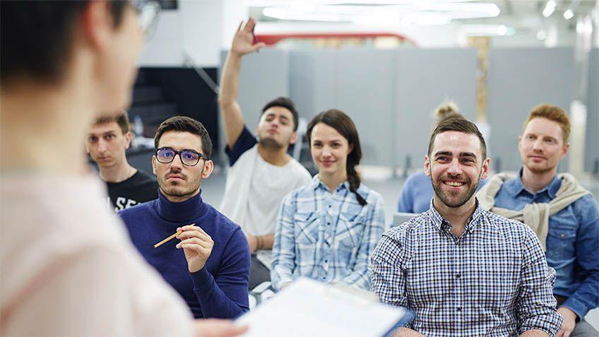 OSHAは特定の従業員に対してLOTOトレーニングを要求しています。